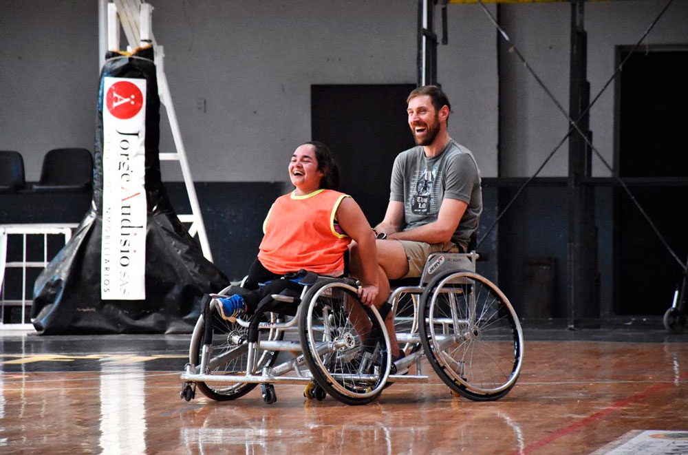 El Chapu jugó en silla de ruedas